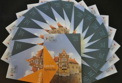 Einblicke in leichter Sprache – Neuer Flyer informiert über Burg Vischering